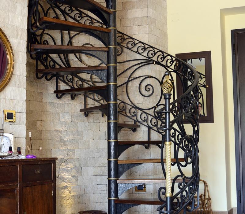 Arredamenti in ferro battuto scale a chiocciola - Scale in ferro battuto per interni ...
